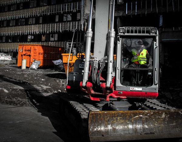 Slana-Personalleasing-Baustelle-Bagger-Leiharbeiter-Baggerfahrer